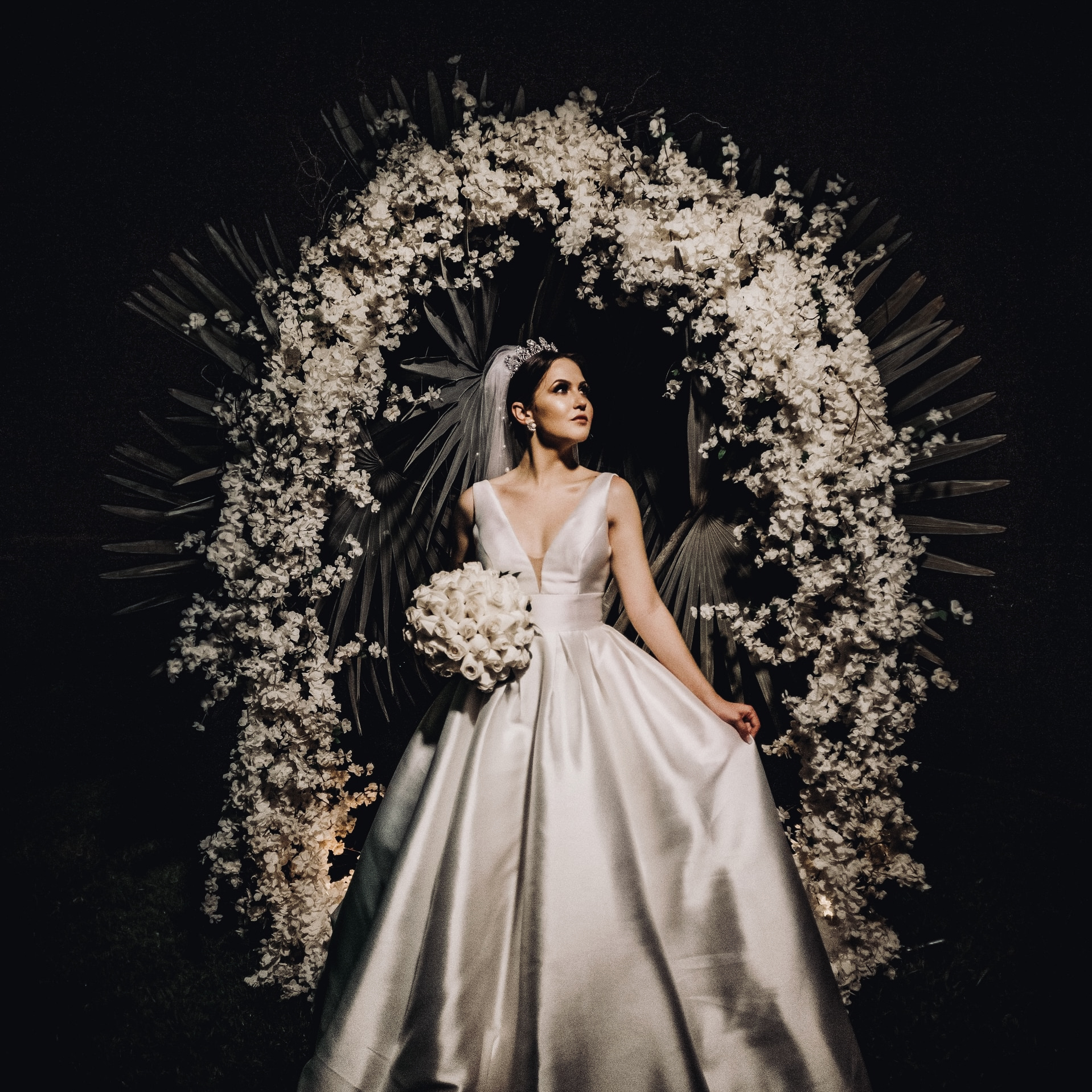 THE GLAM-SPARKLING BRIDE