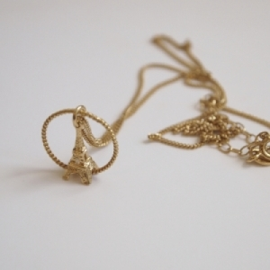 """Sophie"" Eiffel in Circle - Necklace - Gold"