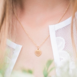 """Hummingbird Shell"" - Necklace - Gold"