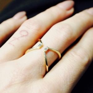 """Baguette"" Diamond X - Ring - 18 Karat Gold"