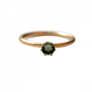 """Solitaire"" Moldavite (M) - Ring - Gold"