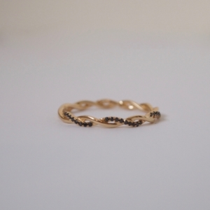 """Sophie"" Twist Diamond Black - Ring - 18 Karat Gold"