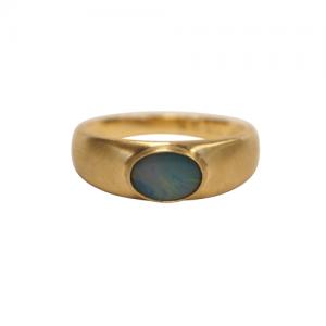 """""""Sophie"""" Ellipse Nebula Opal Signet - Ring - 18 Karat Gold"""