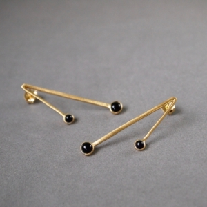 """Petit Point"" Onyx Sputnik II - Stud Earring - Gold"