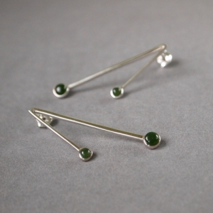 """Petit Point"" Green Jade Sputnik II - Stud Earring - Silver"
