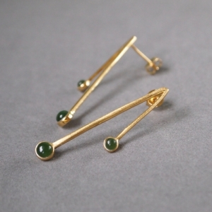 """Petit Point"" Green Jade Sputnik II - Stud Earring - Gold"