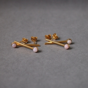 """Petit Point"" Pink Opal Sputnik I - Stud Earring - Gold"