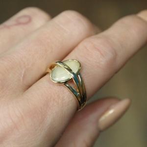 """Oneiro"" Paper Moonstone Unite - Ring - 18 Karat Gold"