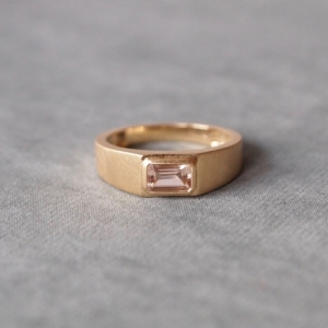 """Baguette"" Morganite - Ring - 18 Karat Gold"