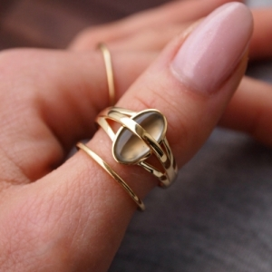 """Oneiro"" Grey Moonstone Unite - Ring - 18 Karat Gold"