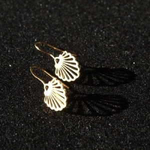 """Hummingbird Shell"" - Earring - Gold"
