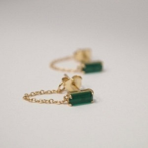"""Baguette"" Green Onyx with chain - Stud Earring - 18 Karat Gold"