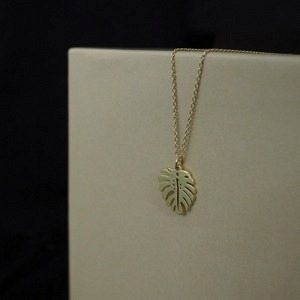 PANTHERA | Monstera Leaf - Necklace - Gold