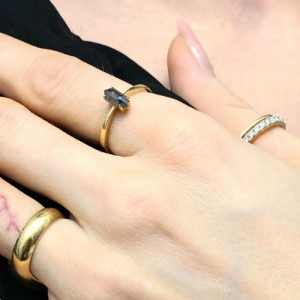 CLEOMETRA | Hexagon Long Diamond SaltPepper Rustic - Ring - 18 Karat Gold (ONE OF A KIND)